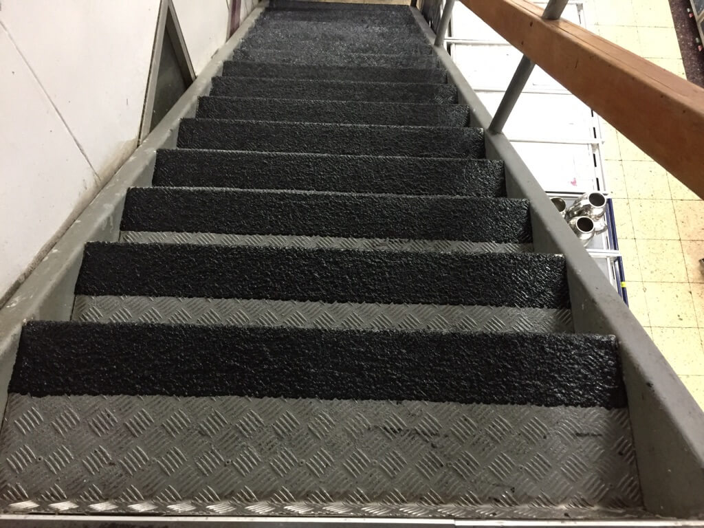 black-epoxy-stairs-pah-marug